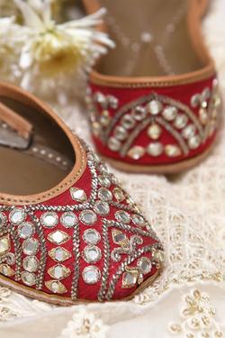 Scarlett Handcrafted Mirror Embellished Juttis