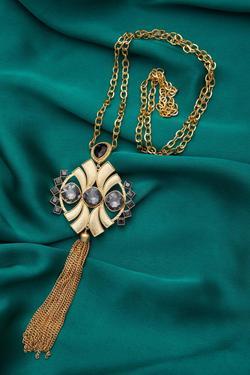 Symmetric Tassel necklace