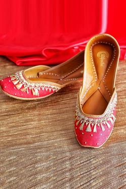 Embellished Silk Juttis