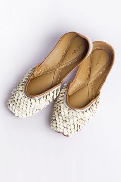 Champa Linen Embellished Juttis