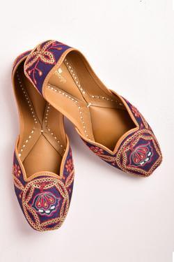Silk Handcrafted Juttis