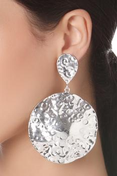 Beaten effect circular earrings