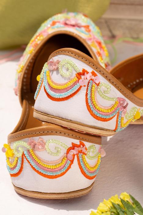 Floral Embroidered Juttis