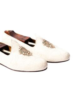 Handcrafted Embroidered Juttis