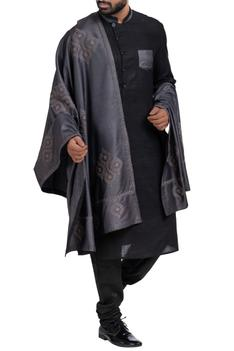 Sherwani set with embroidered stole