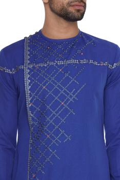 Relaxed fit embroidered kurta