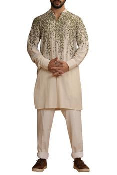 Embroiedered kurta with cuff sleeves