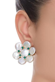 Pearl stud earrings with emerald stone
