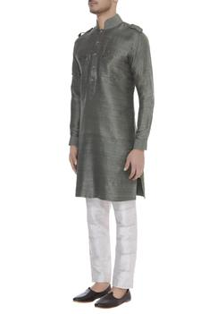 embroidered pocket classic kurta