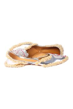 Handcrafted Floral Embroidered Juttis