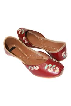 Floral Hand Painted Juttis