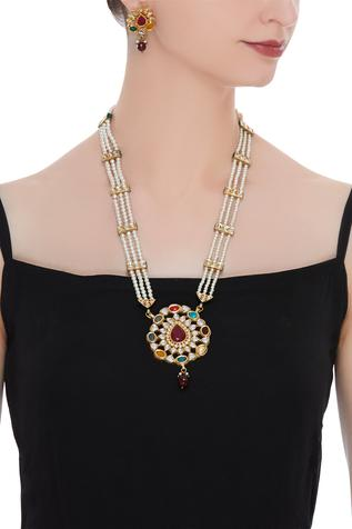 Metal necklace with earrings
