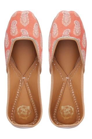 paisley-printed-embroidered-juttis