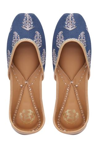 printed-embroidered-handcrafted-juttis