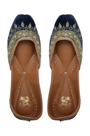zardozi-pearl-embroidered-juttis
