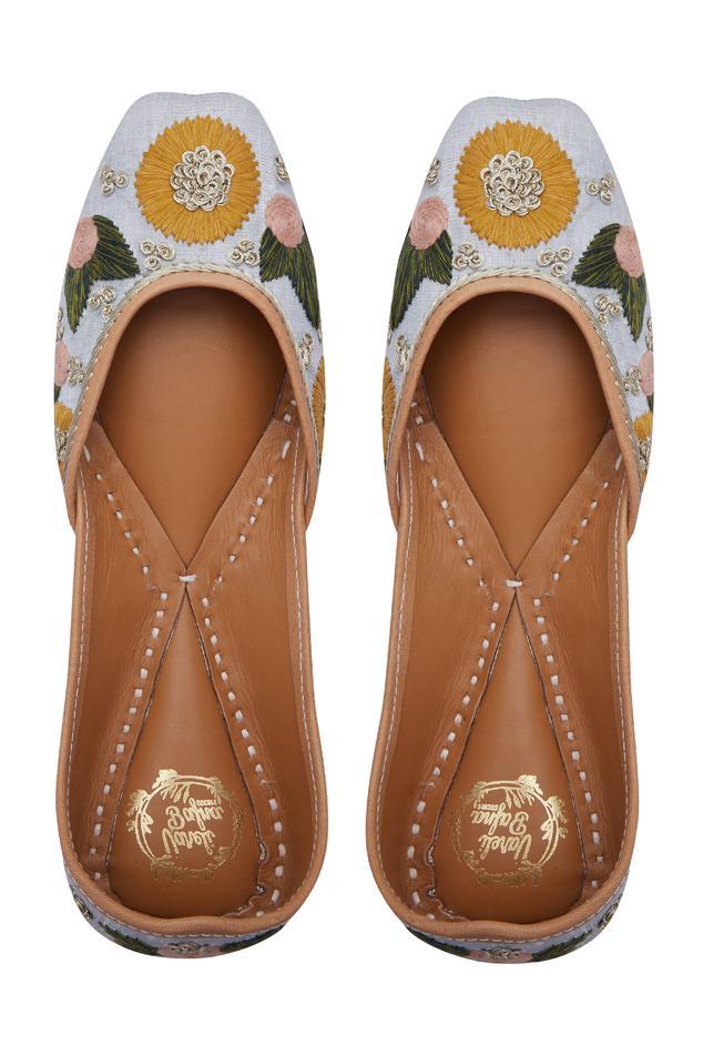 floral-resham-embroidered-juttis
