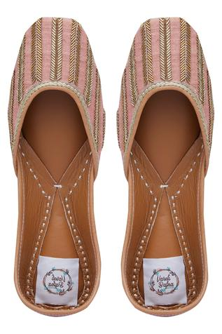 cutdana-hand-embroidered-juttis