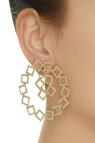 Circular geometric detail earrings