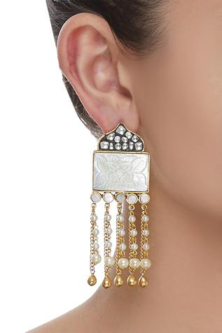 Carved kundan fringe earrings