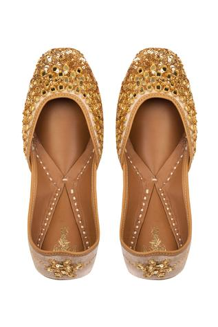 mirro-sequin-embroidered-juttis