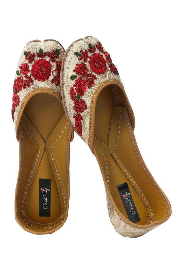 zardozi-embroidered-juttis