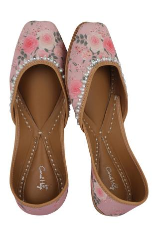 printed-embroidered-juttis