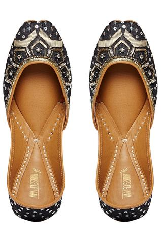 salli-embroidered-juttis
