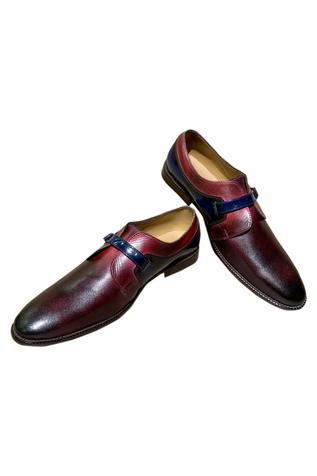 Single buckle monk shoes