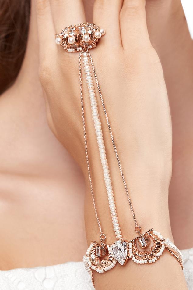 Bead Lune Hand Harness