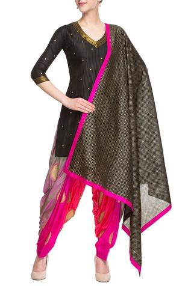 Pink & black embellished kurta set