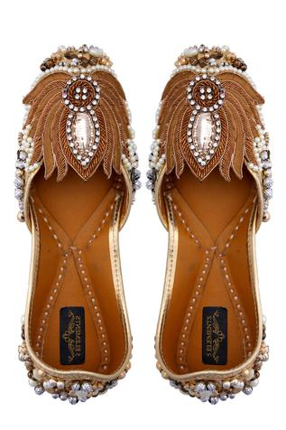 golden-leather-embroidered-juttis