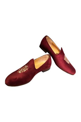 Maroon velvet handcrafted jetti shoes
