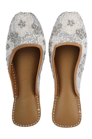 Silk Embroidered Open-Back Juttis