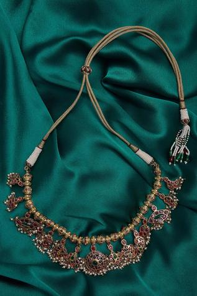 Embellished stone embedded necklace