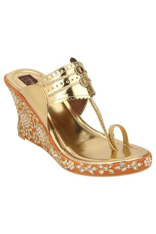 Wedges with embroidered sides