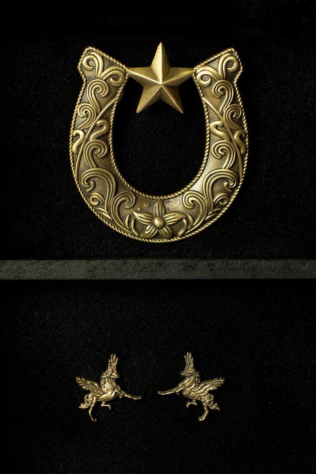 Horse Shoe Brooch & Pegasus Collar Tips Set