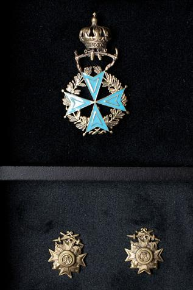 Crown Brooch & Musashi Collar Tips Set