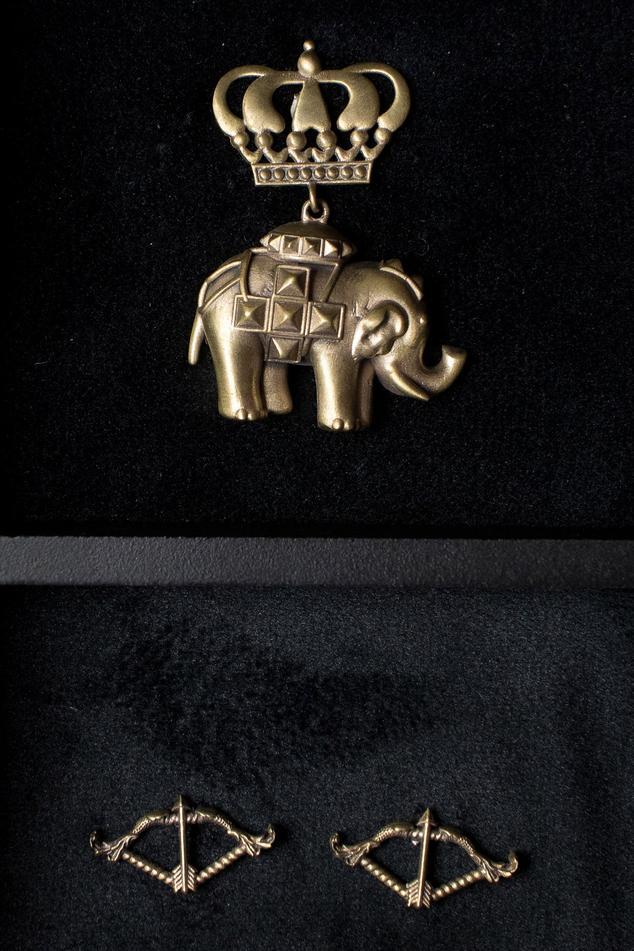 Elephant Brooch & Cupid Collar Tips Set