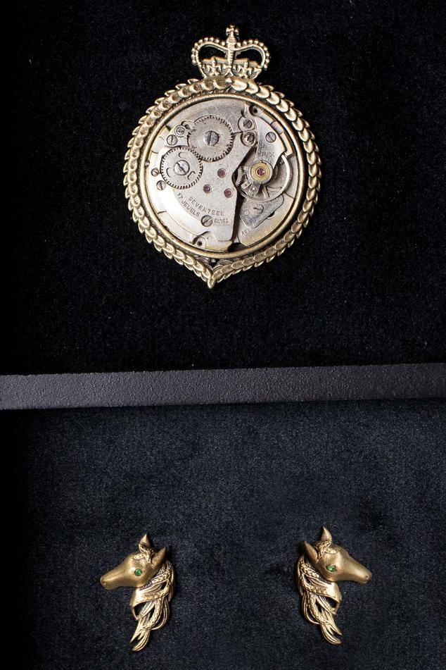 Clock Pin Brooch & Royal Horse Collar Tips Set