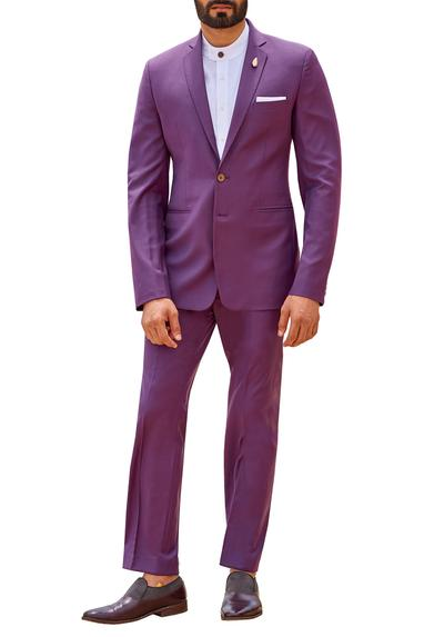 Suit set with pintucks