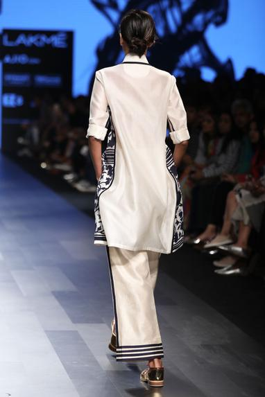 Ivory ankle-length trousers