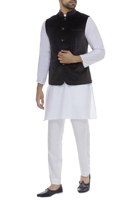 Sleeveless nehru jacket with front pockets
