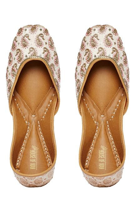 Chanderi silk embroidered juttis