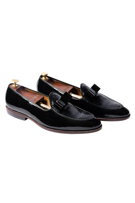 Handcrafted Kiltie Textured Loafers