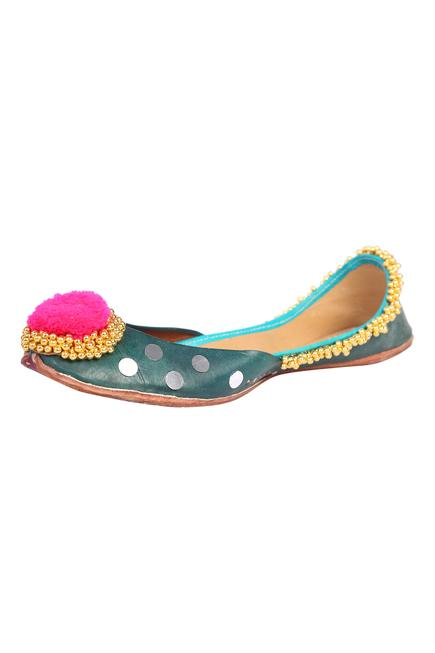 Ghunghroo Embroidered Juttis