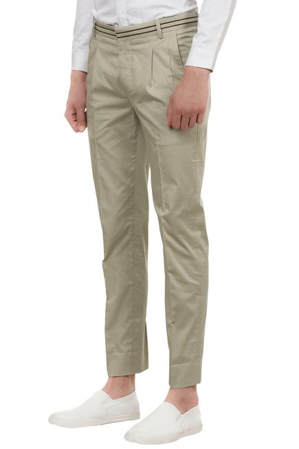 Pleated casual trousers with pockets