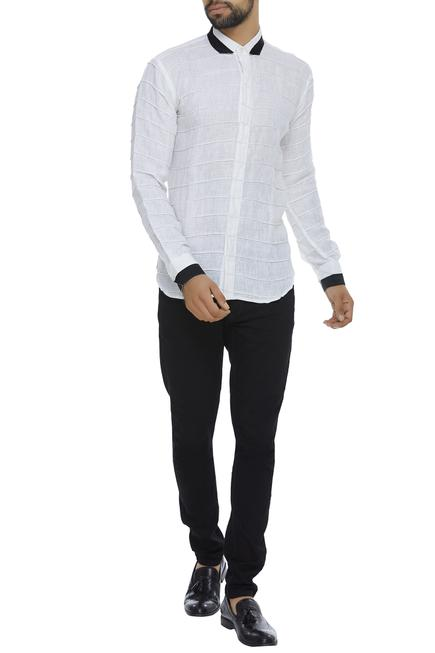 Organic linen shirt with cutaway collar