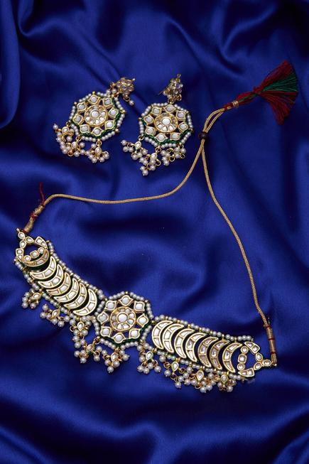 Kundan & faux pearls necklace & earring set..