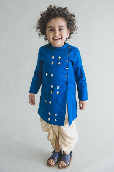 Embroidered kurta with dhoti pants by Tiber Taber