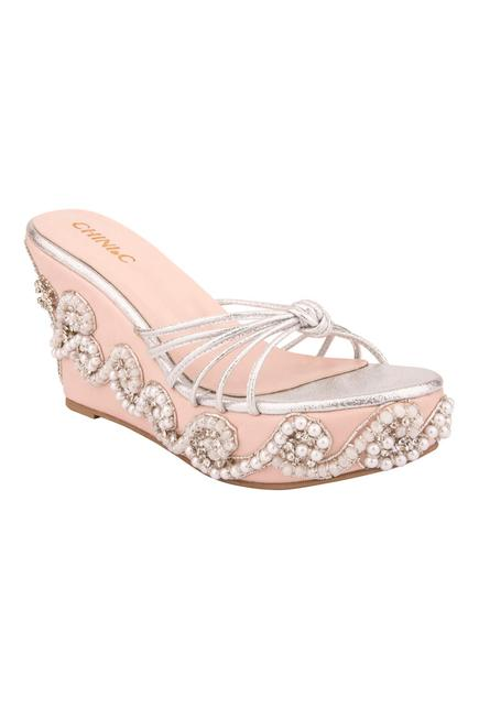 Crystal Knotted Wedges